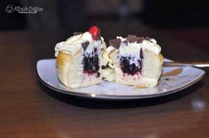 Cupcakes cu mure si frosting de branza