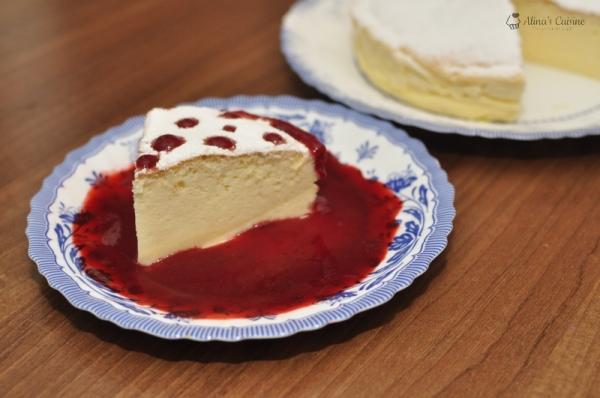 Japanese cotton cheesecake cu sos de fructe de padure