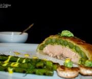 Somon cu sparanghel în crustă de aluat