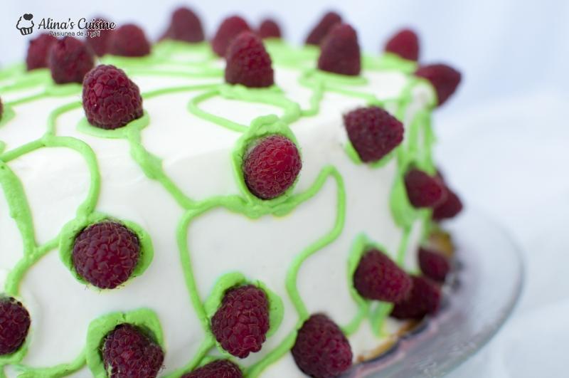 Tort cu crema de lamaie si jeleu de zmeura 029