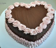Tort inima cu blat umed, cu crema de ciocolata si kranz
