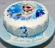 Tort Printesa Elsa – blat de vanilie, crema de fructe de padure si crema de vanilie